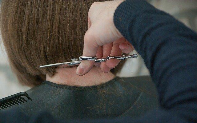 В Добрянском округе парикмахерские смогут открыться до 11 мая